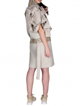 Jachetă cu  funde și noduri supradimensionate