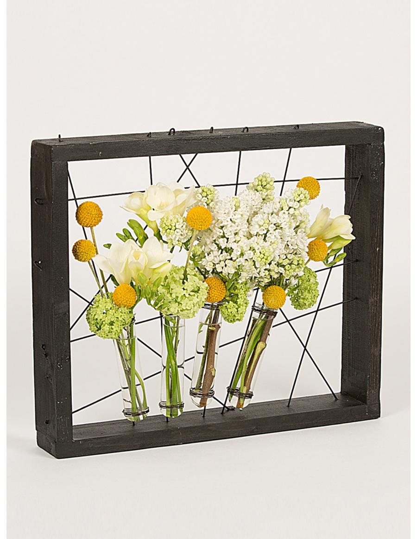 Rama neagra cu eprubete pentru flori