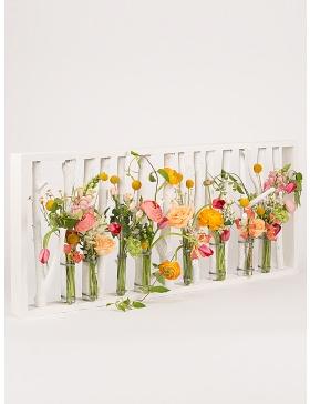 Suport de flori din crengi vopsite si eprubete
