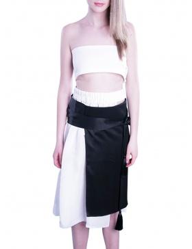 Assymmetric skirt